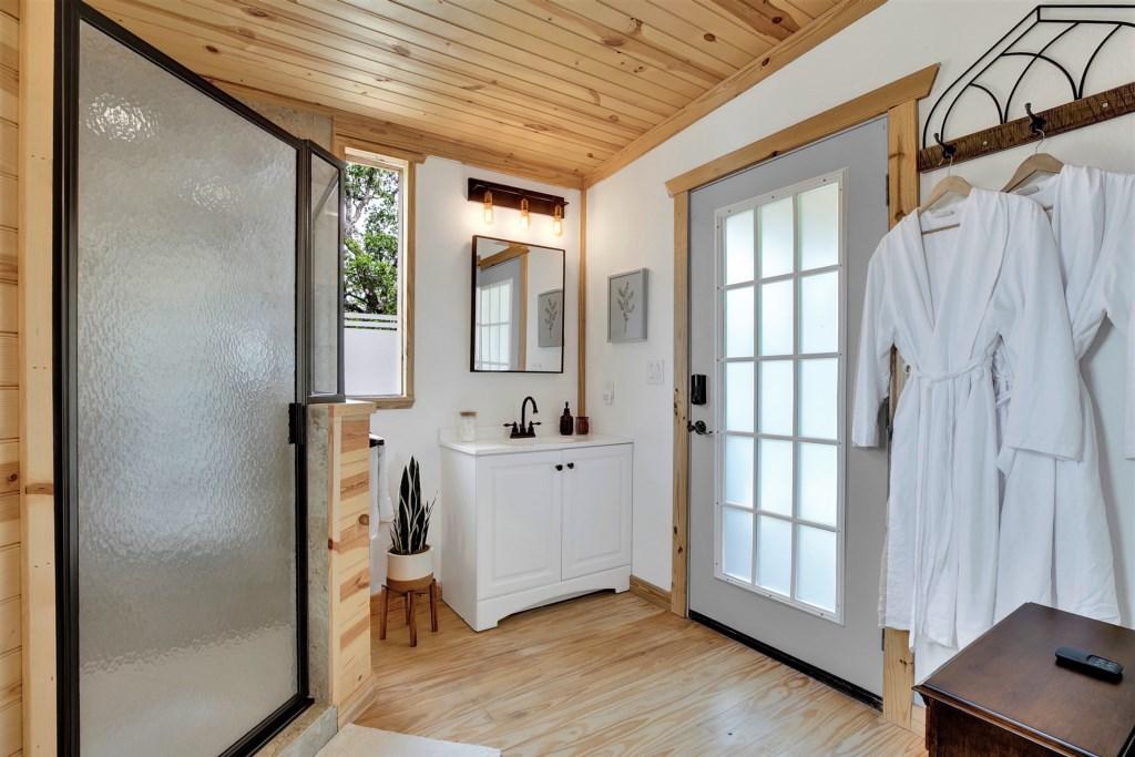 Oak Cottage Master Bathroom Photo 2 of 4