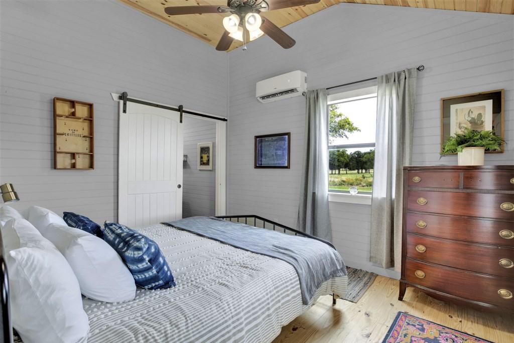 Oak Cottage Guest Bedroom Photo 1 of 2