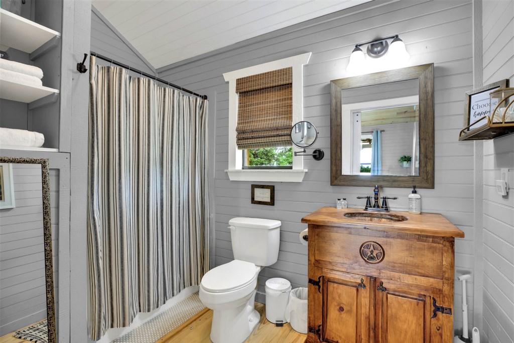 Oak Cottage Guest Bathroom