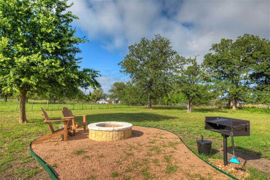 Elm Cottage offers a fire pit, grill, and outdoor chairs for the romantic break you were searching for!