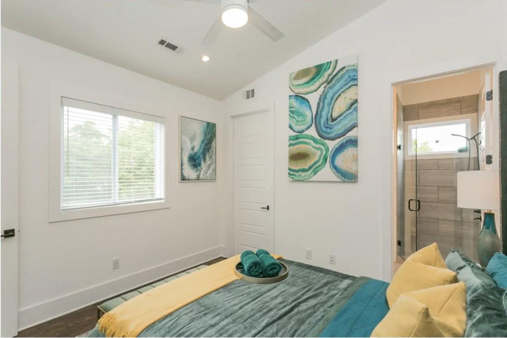 Master Bedroom with Queen Bed and en-suite bathroom