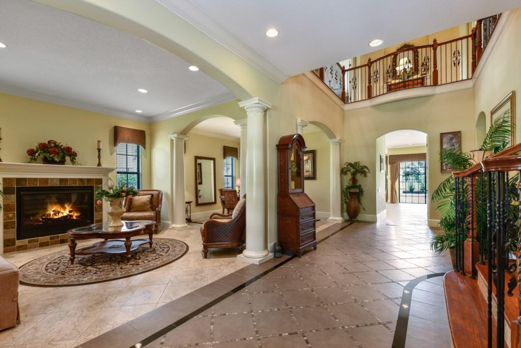 Foyer 2.jpg