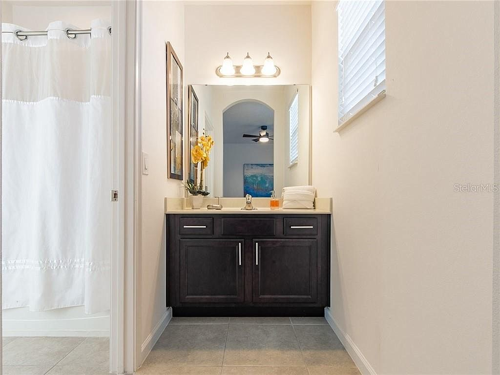 Bathroom 3 - Hallway Bath with Private Access from Queen Room. Shower/Tub Combo.