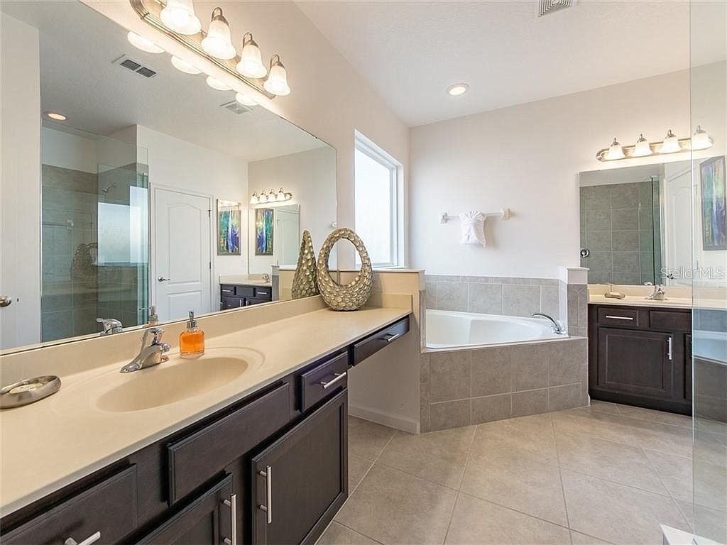Bathroom 1 - En Suite off of Bedroom 1, Two Separate Sinks, Walk In Shower, Garden Tub, Toilet Room