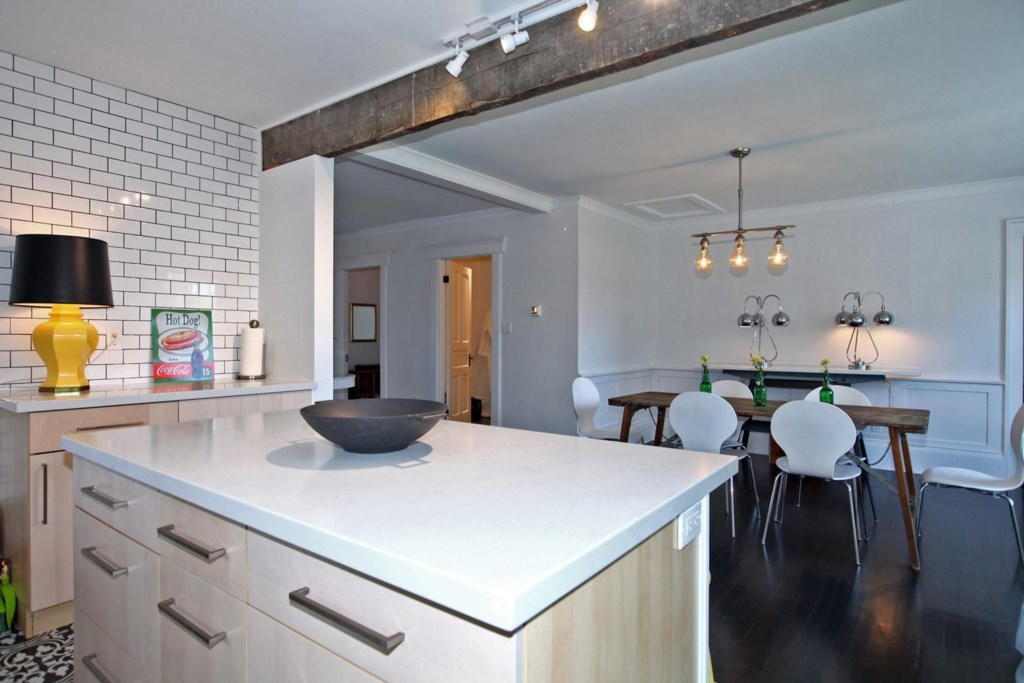 Kitchen and Dining Room - The White House Vacation Rental - Niagara-on-the-Lake