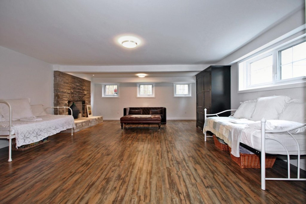 Two Twin Beds and Full Bathroom in the Basement - The White House Vacation Rental - NOTL