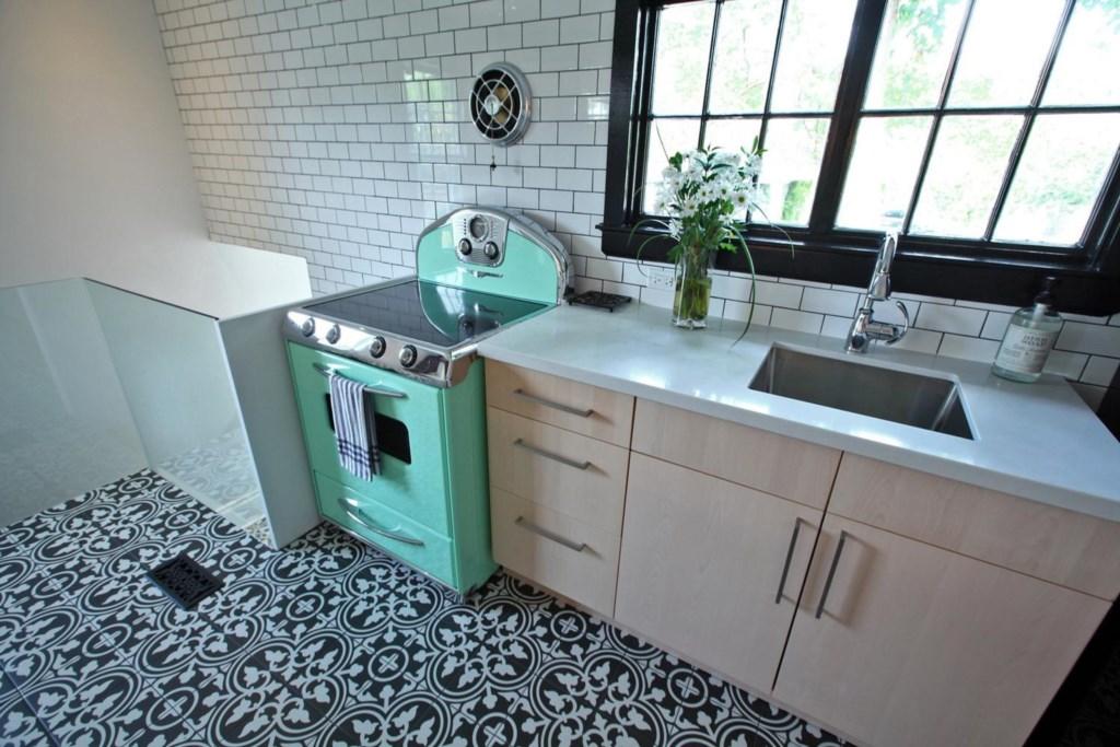 Retro Kitchen - The White House Vacation Rental - Niagara-on-the-Lake