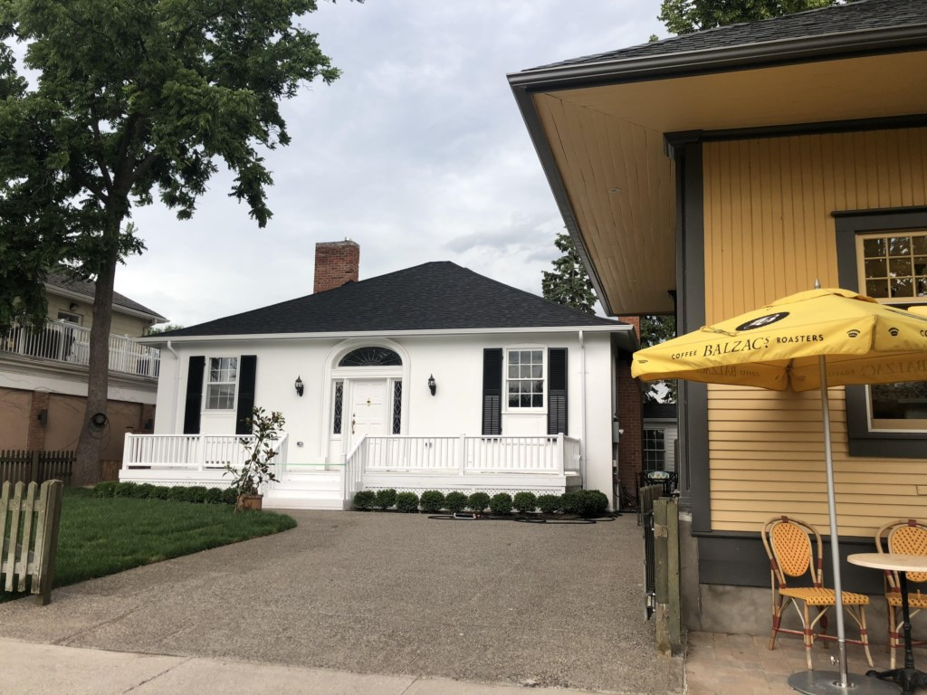 The White House Vacation Rental located next to Balzac's Coffee - Niagara-on-the-Lake