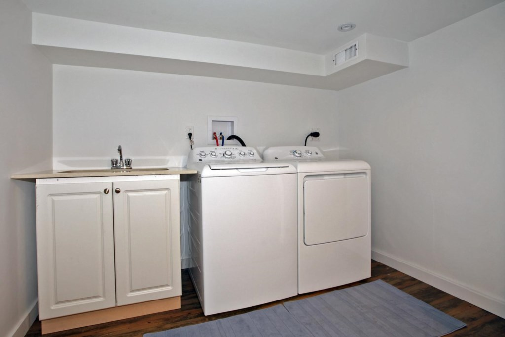 Laundry in the basement - The White House Vacation Rental - Niagara-on-the-Lake