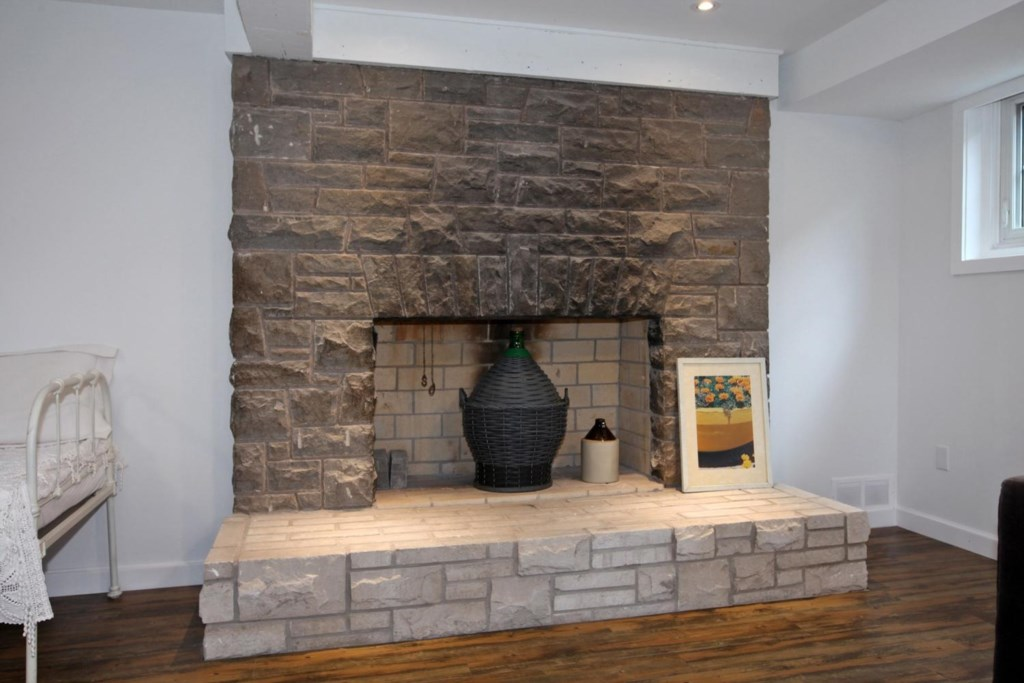 Decorative Fireplace Mantle - The White House Vacation Rental - Niagara-on-the-Lake