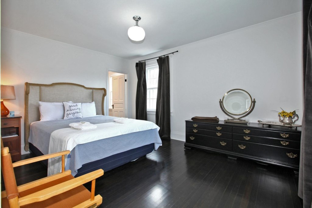 Master Bedroom with Ensuite - The White House Vacation Rental - Niagara-on-the-Lake