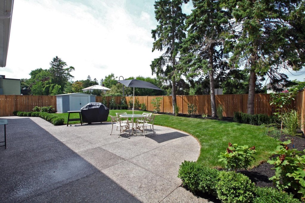 Private Backyard Patio - The White House Vacation Rental - Niagara-on-the-Lake