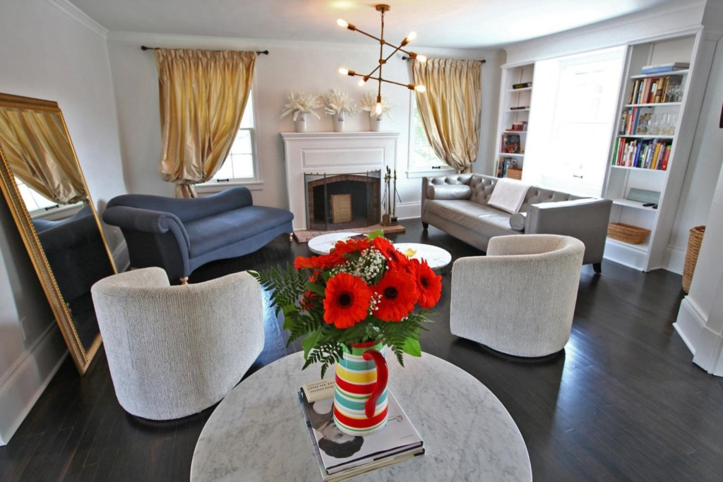 Living Room - The White House Vacation Rental - Niagara-on-the-Lake