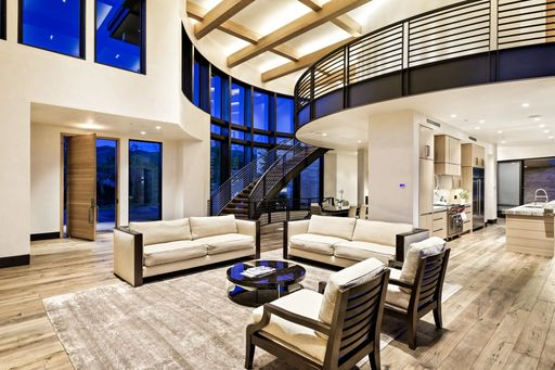 living room toward Kichen.jpeg