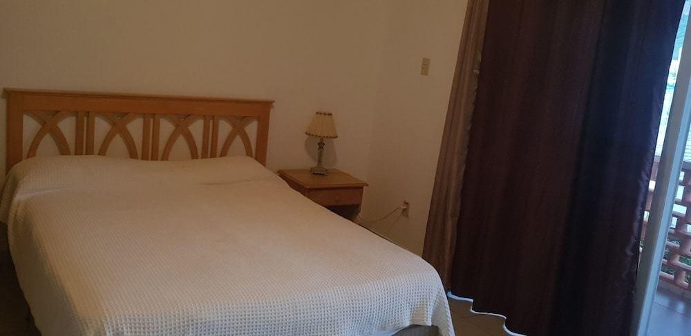 237C Master Bedroom.jpg