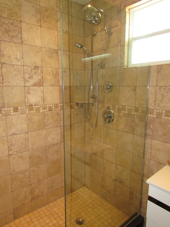217F Bathroom 2.jpg