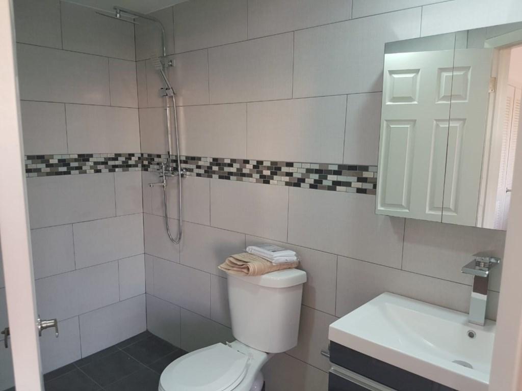 401B Bath.jpg
