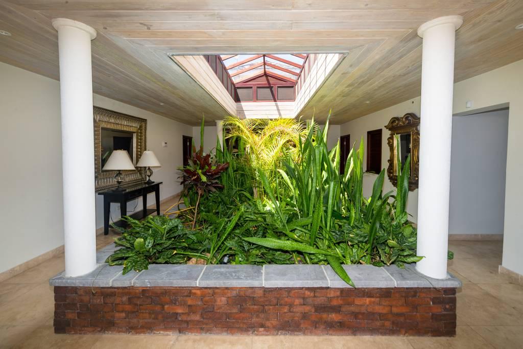 garden-inside6.jpg