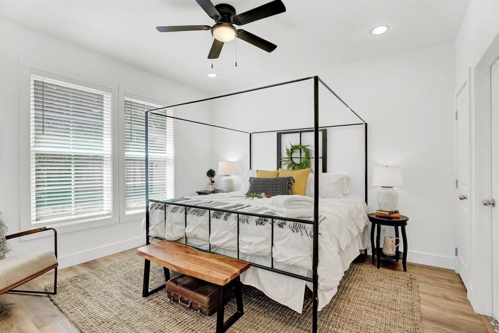 Guest Bedroom 1 Photo 2 of 2