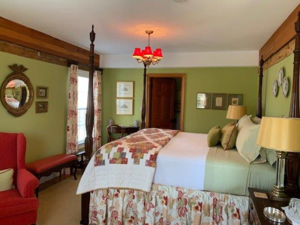 2nd FLoor Bedroom with King Bed and ensuite with walk-in shower - Butler House Vacation Rental - Nia