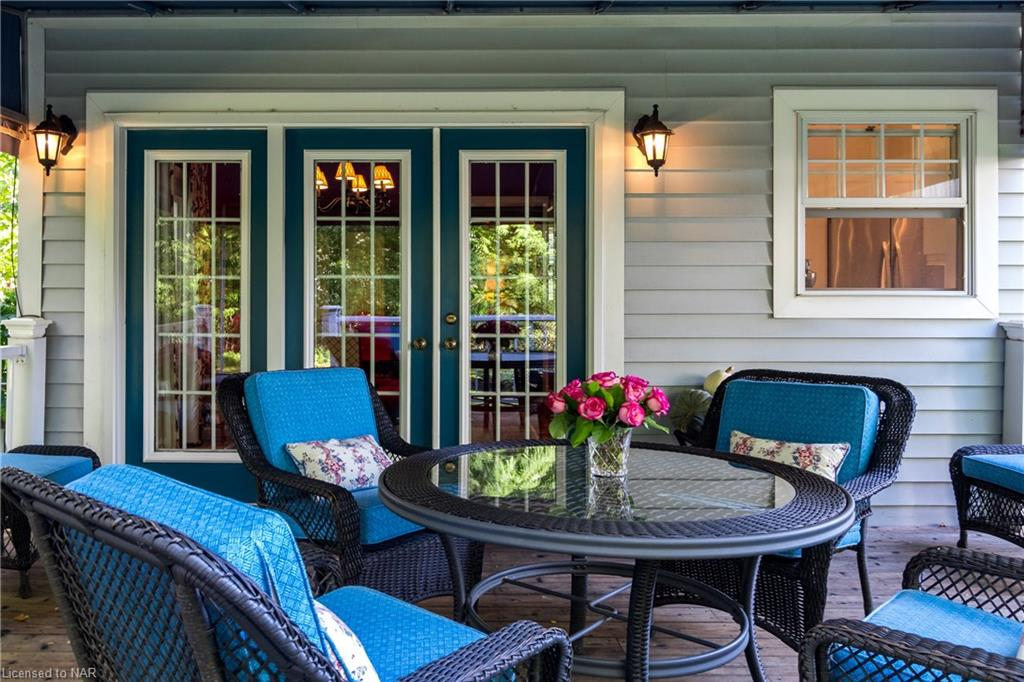 French doors from dining room to back deck - Butler House Vacation Rental - Old Town - Niagara-on-th