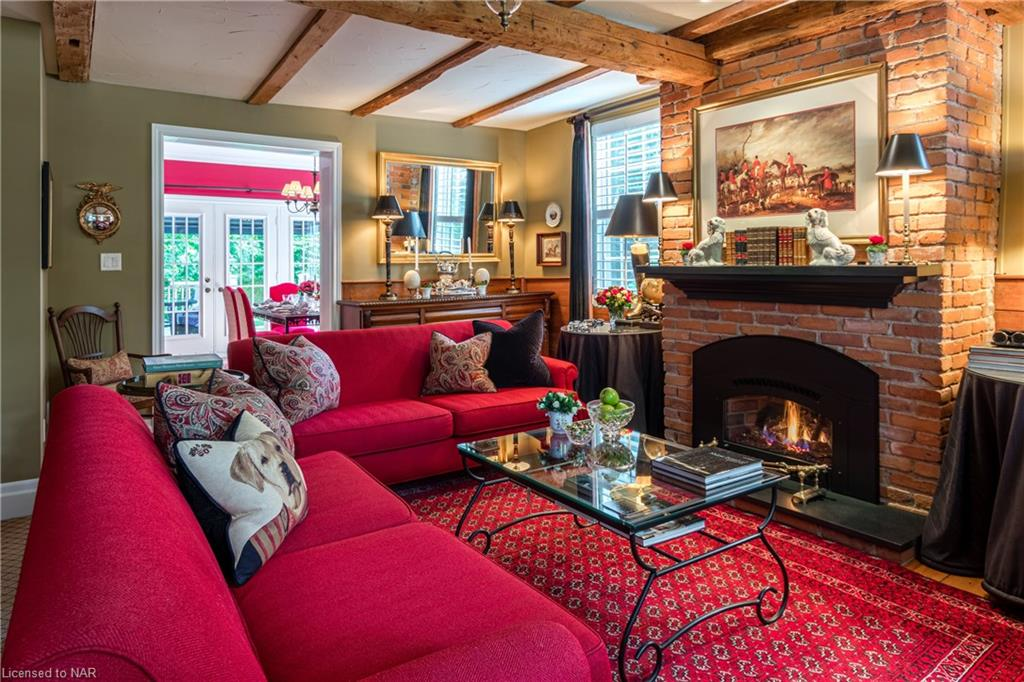 English Country Living Room with Fireplace - Butler House Vacation Rental - Niagara-on-the-Lake