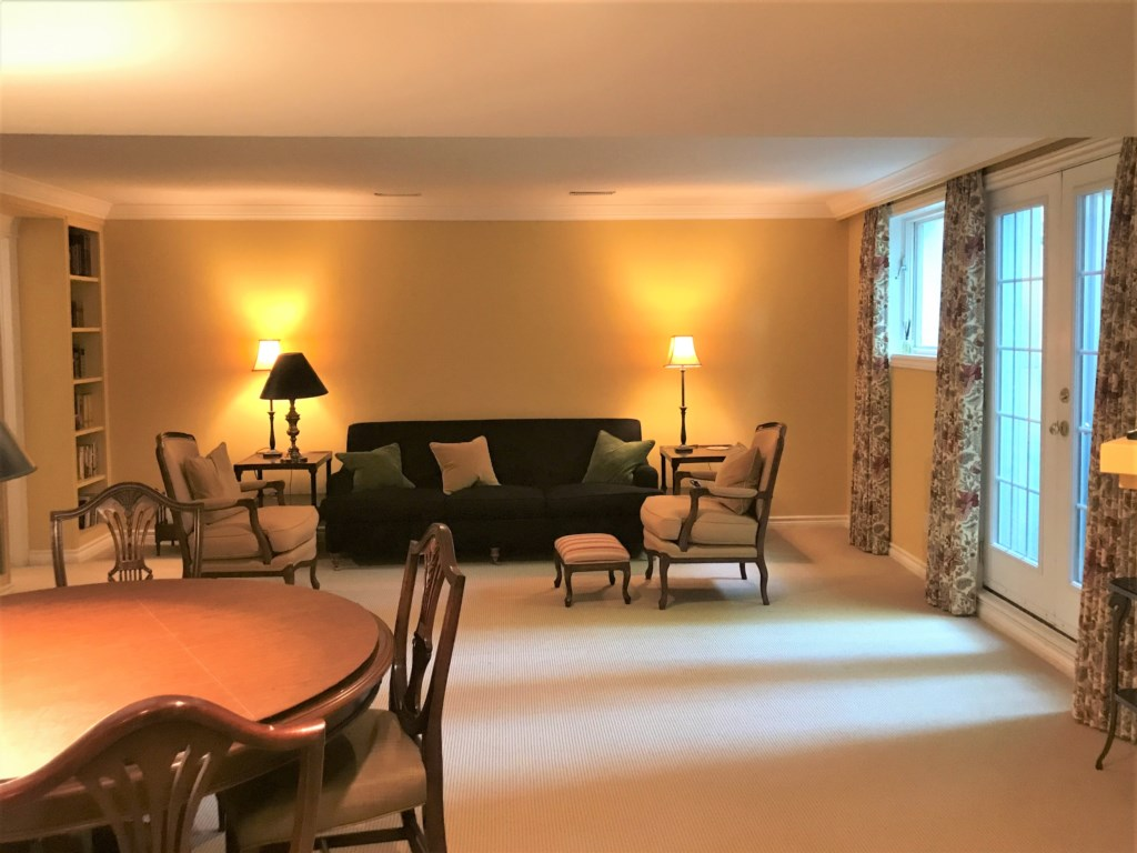Relax in the family room and play games or watch TV - The Butler House - Niagara-on-the-Lake