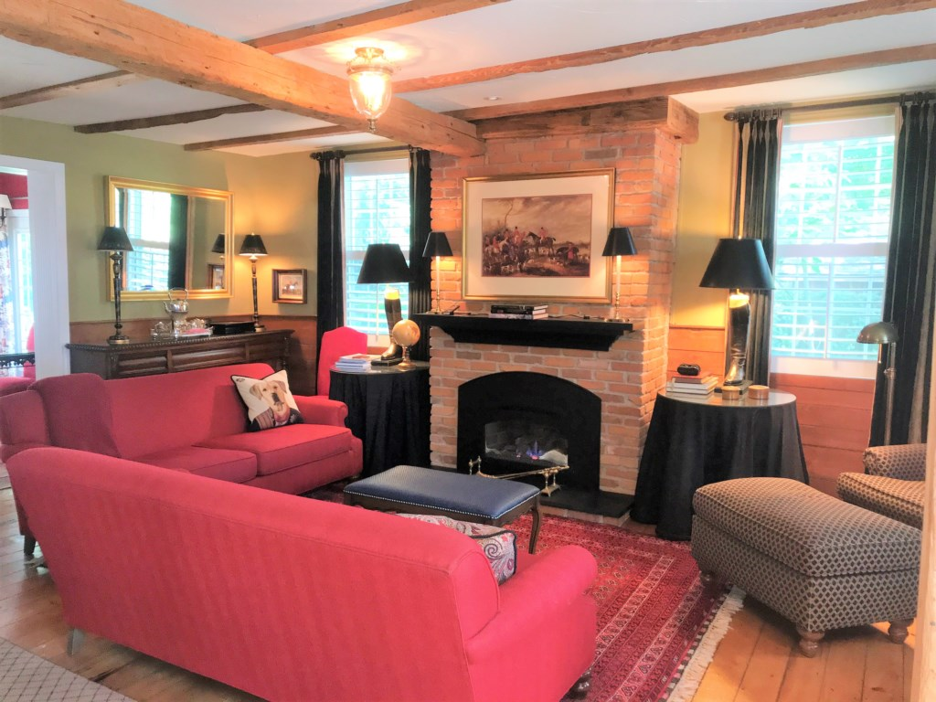 Living Room with Gas Fireplace - Butler House Vacation Rental - Niagara-on-the-Lake