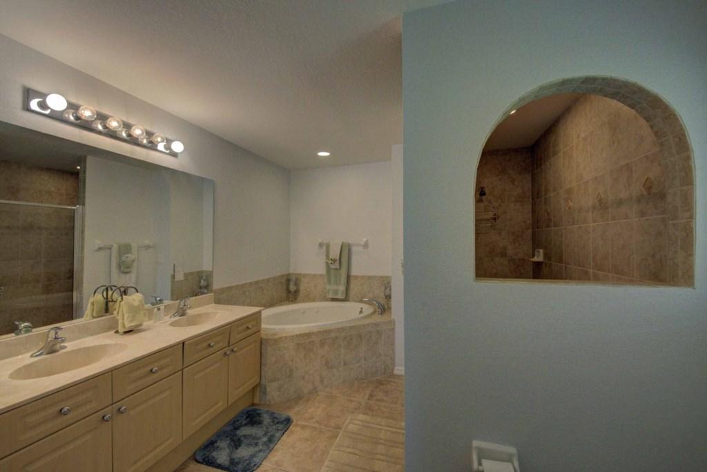 Large Master Bath with spa tub
