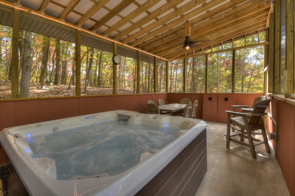 Very large outdoor Hot Tub/entertaining area