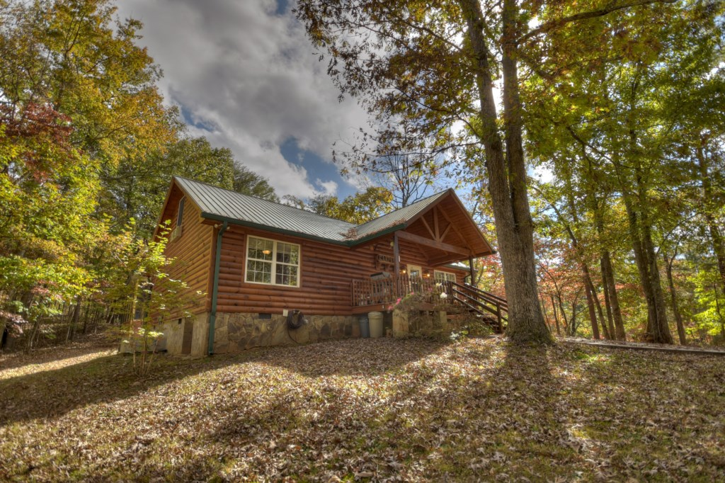Beautiful Pine wood cabin with great woodland views