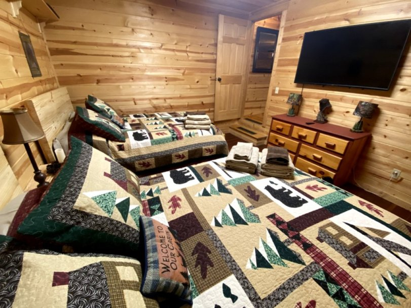 Large Double bedroom with TV