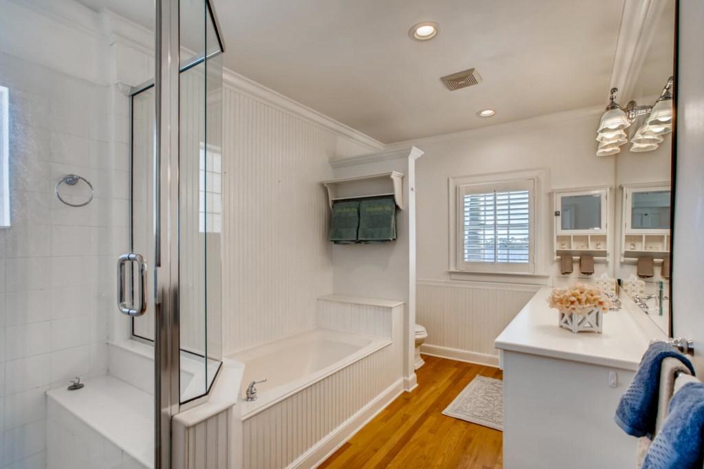 2121 S Flagler Dr West Palm-large-015-014-2nd Floor Master Bathroom-1500x1000-72dpi.jpg