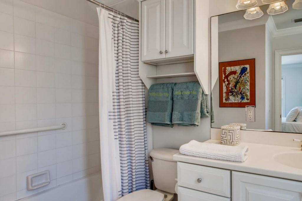 2121 S Flagler Dr West Palm-large-023-019-2nd Floor Guest House bathroom-1500x1000-72dpi.jpg