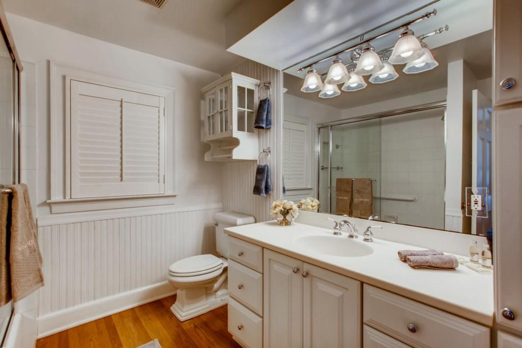 2121 S Flagler Dr West Palm-large-025-024-Bedroom 01 Bathroom-1500x1000-72dpi.jpg