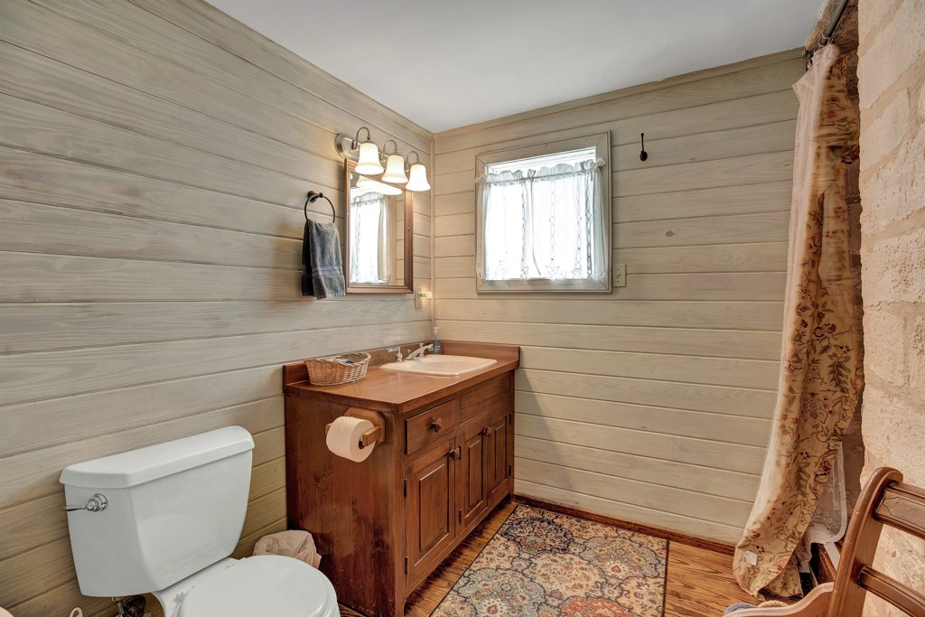 Guest Bathroom 1 Photo 1 of 2