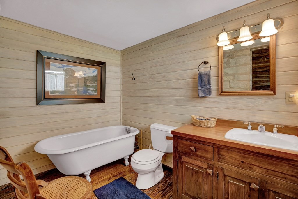 Guest Bathroom 1 Photo 2 of 2