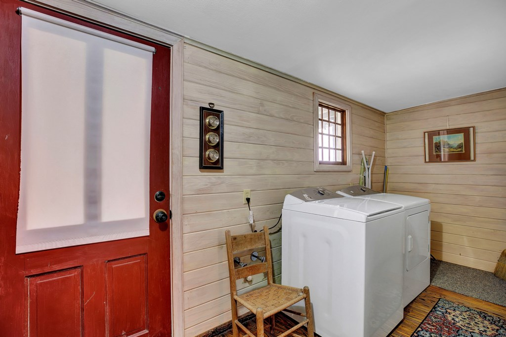 Easily accessible laundry area with a washer and dryer