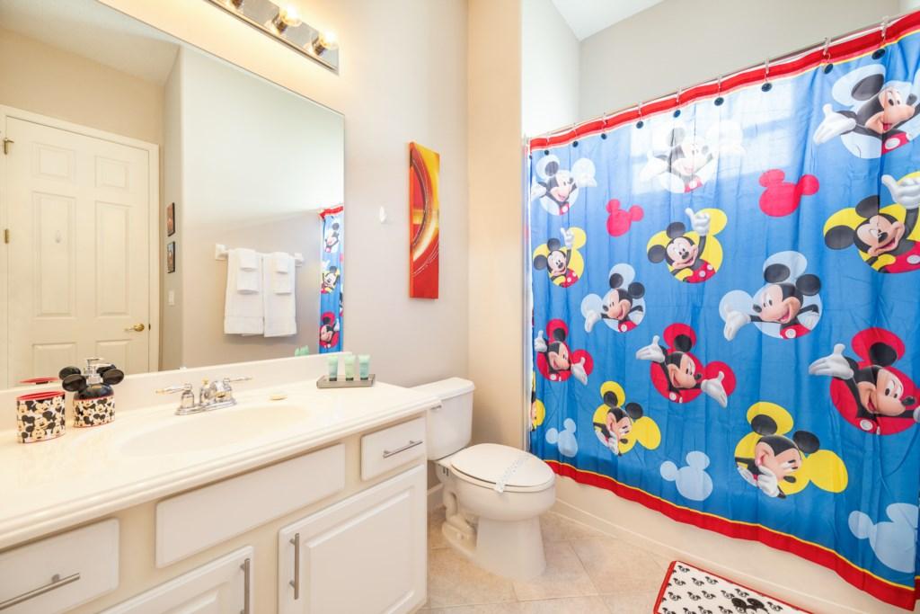 24-Bath 3.jpg