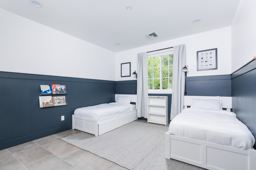 3rd Bedroom with 2 Twin Beds