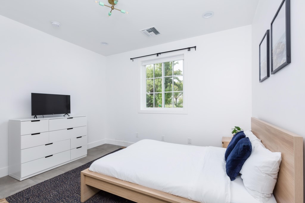 4th Bedroom with 1 Full Bed