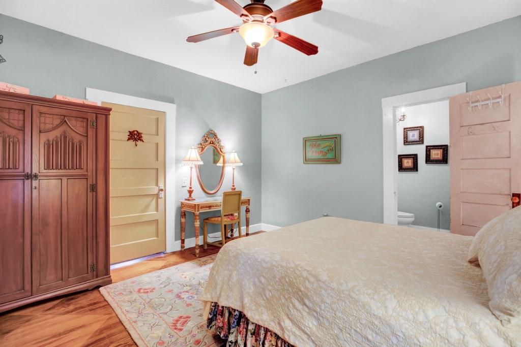 Guest Bedroom 1 Photo 2 of 3