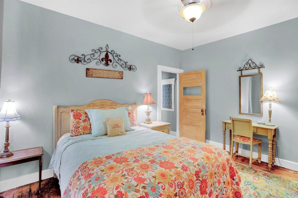 Guest Bedroom 2 Photo 2 of 3