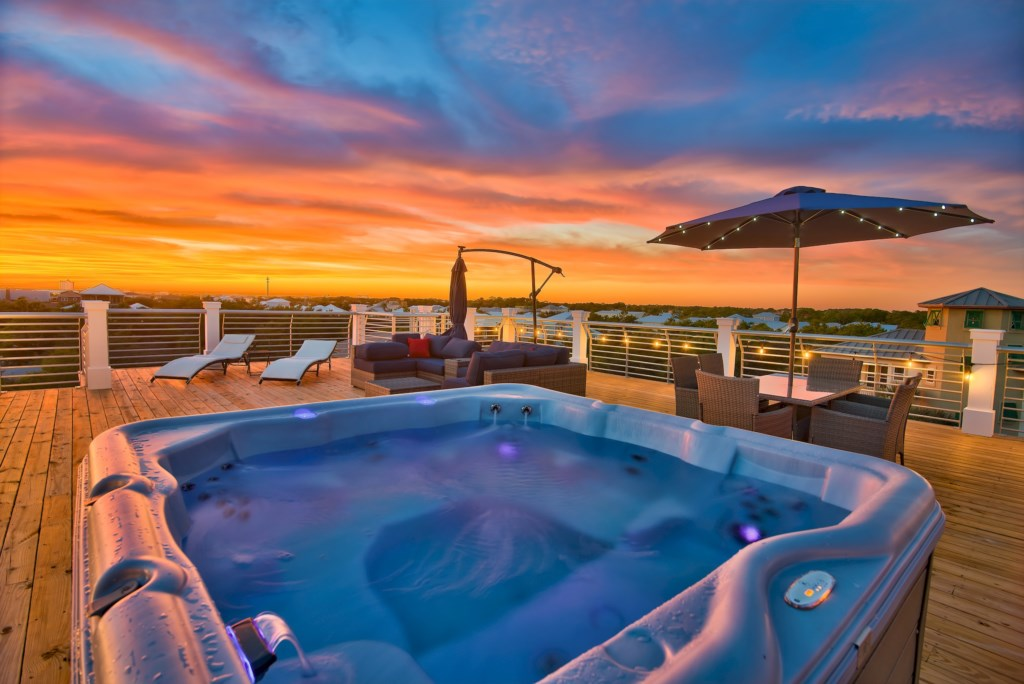 Stunning Rooftop with Hot Tub & Lounge Area!
