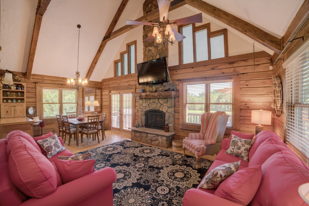 Great Room in Cabin Near TIEC
