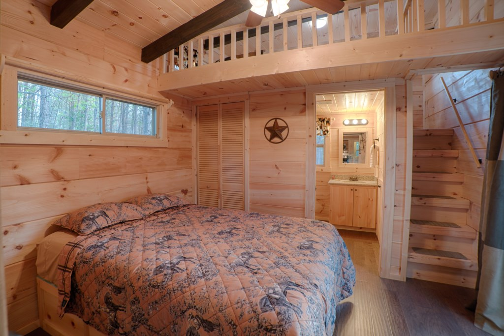 Queen bedroom in Cabins A & E (cabin E decor; A is Ameicana themed)