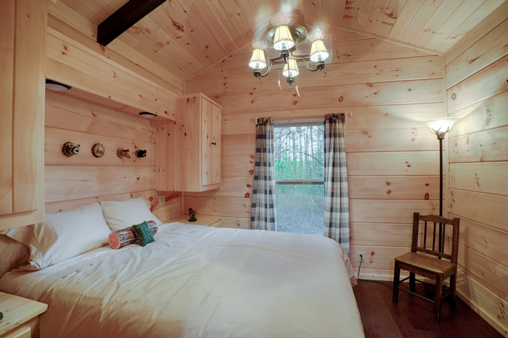Queen beds in all cabins (Cabin C decor)