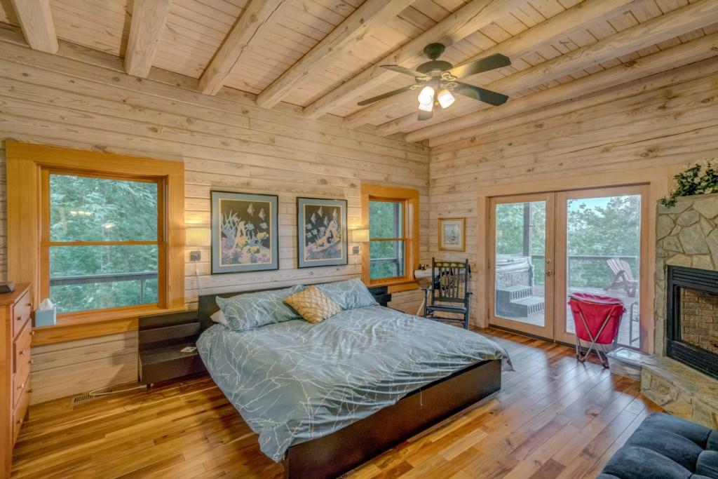 King size master bedroom - En-suite