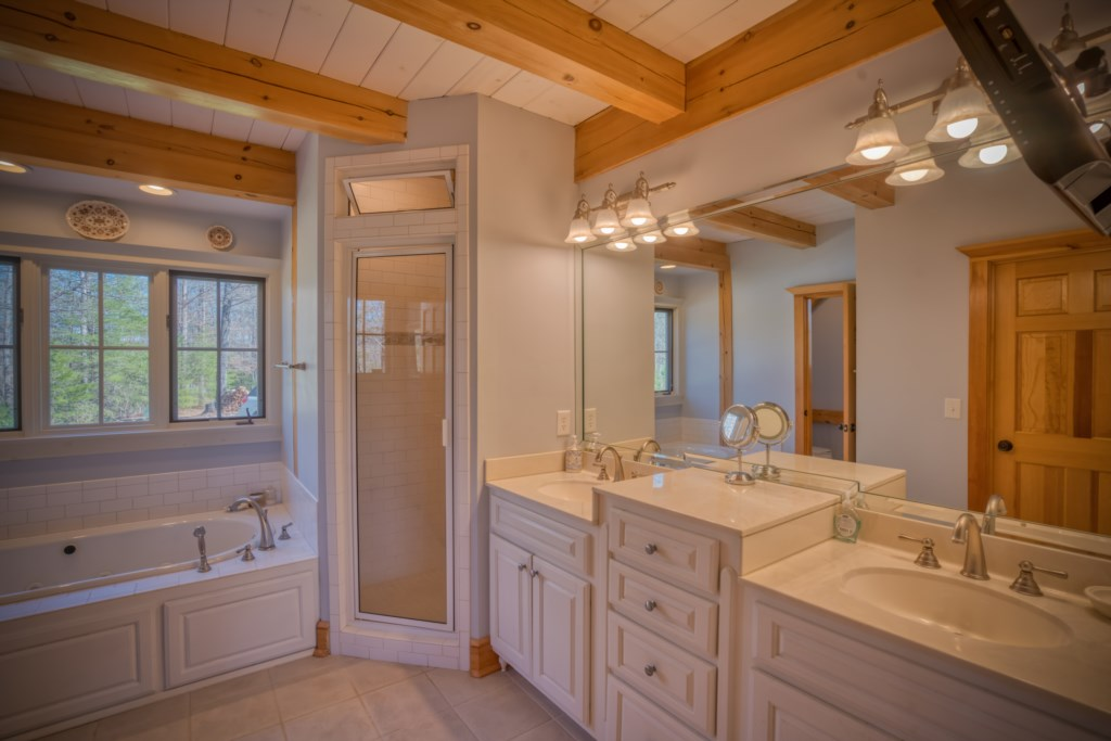 Luxurious Bathroom with Jetted tub and shower
