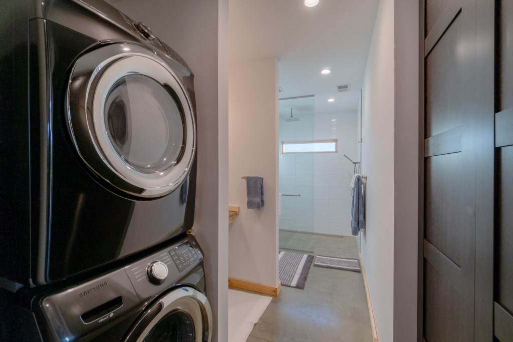 Pointe D Laundry Room